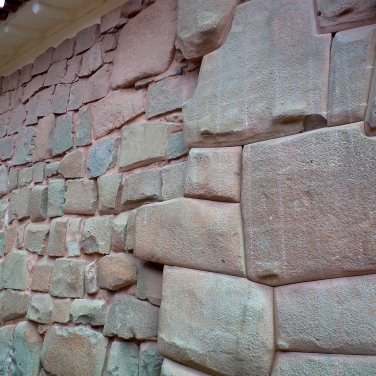 Inka and post Inka stonework. No prizes for guessing which part is the precisely cut and fitted original!
