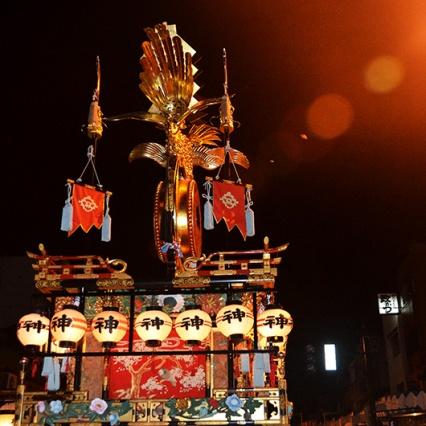 The brilliant golden crest of the Kaguratai Yatai