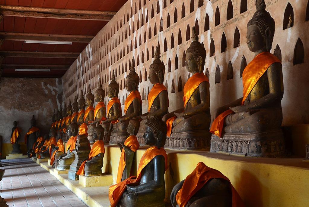 Multiple rows of bronze Buddha statues in Wat Si Saket.