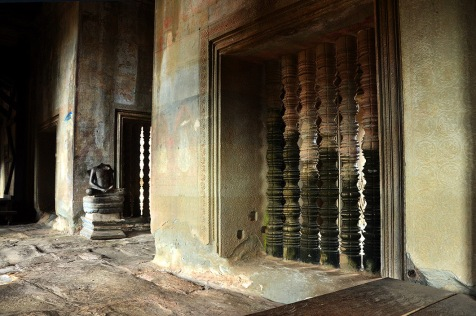 A corridor with beheaded Buddha statues. The heads, easier to cart away than the entire statue have been looted over the years by antique hunters.