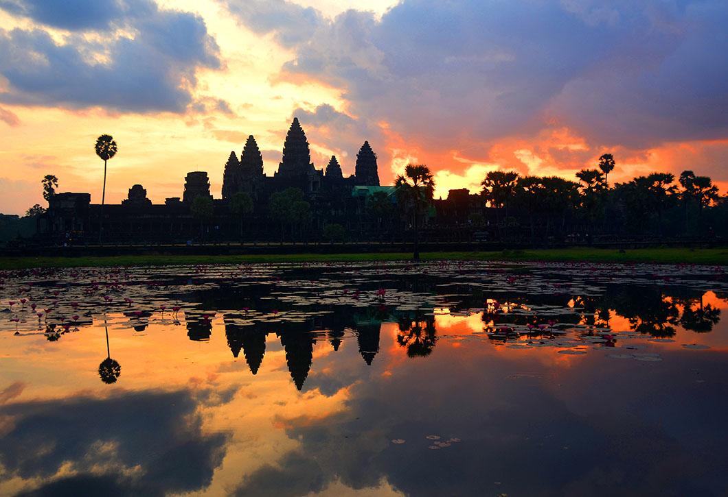 Sunrise in Angkor Wat 1