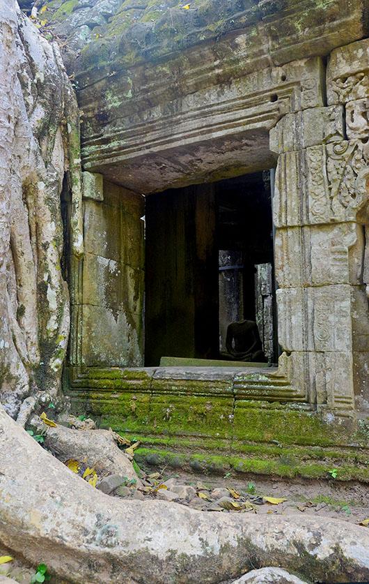 Ta Phrom Buddha
