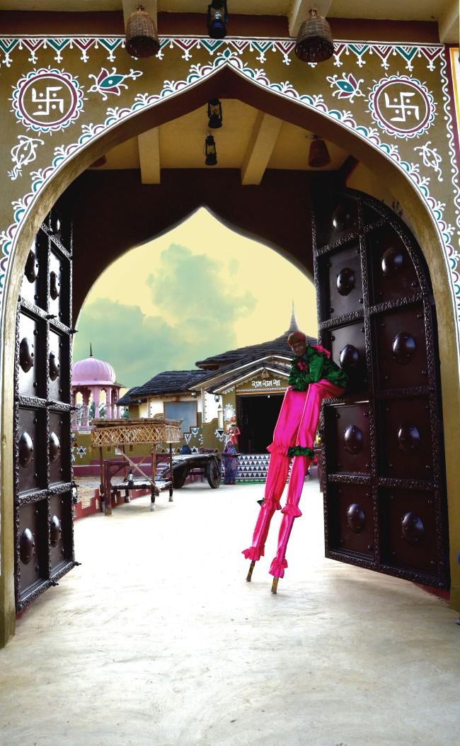 Stilt-Walker in Choki Dhani, Chennai