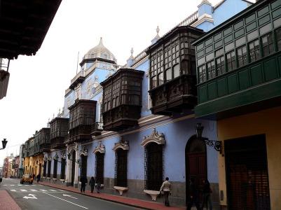 Facade of Casa de OSambela - and where San Martin the liberator of Peru was entertained by the owner Don Martin de Osambela . : Manuel González Olaechea, Wikimedia Commons