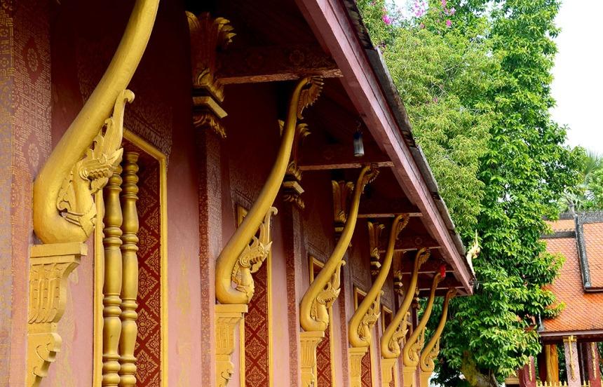 Naga eave brackets - Wat Sene Souk Haram
