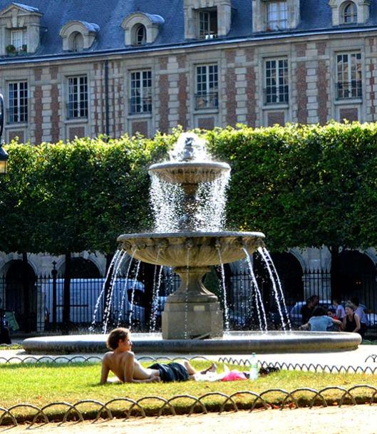 Relaxing in the Place des Vosges - Paris
