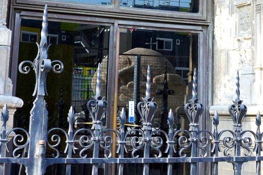 """Reflection of the Henri de Miller sculpture, """"L'Écoute"""" - Le Halles, Paris"""
