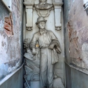 The caretakers tomb - Recoleta cemetery