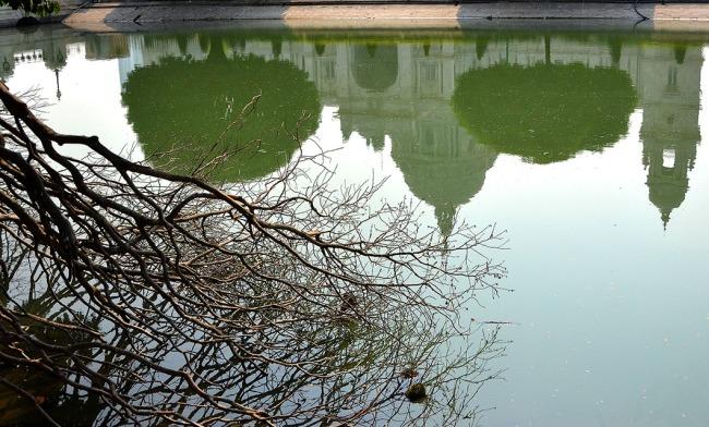 Reflection of Victoria memorial, Kolkata