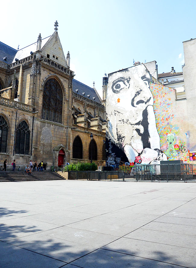 Street art in Place Igor Stravinsky - Paris