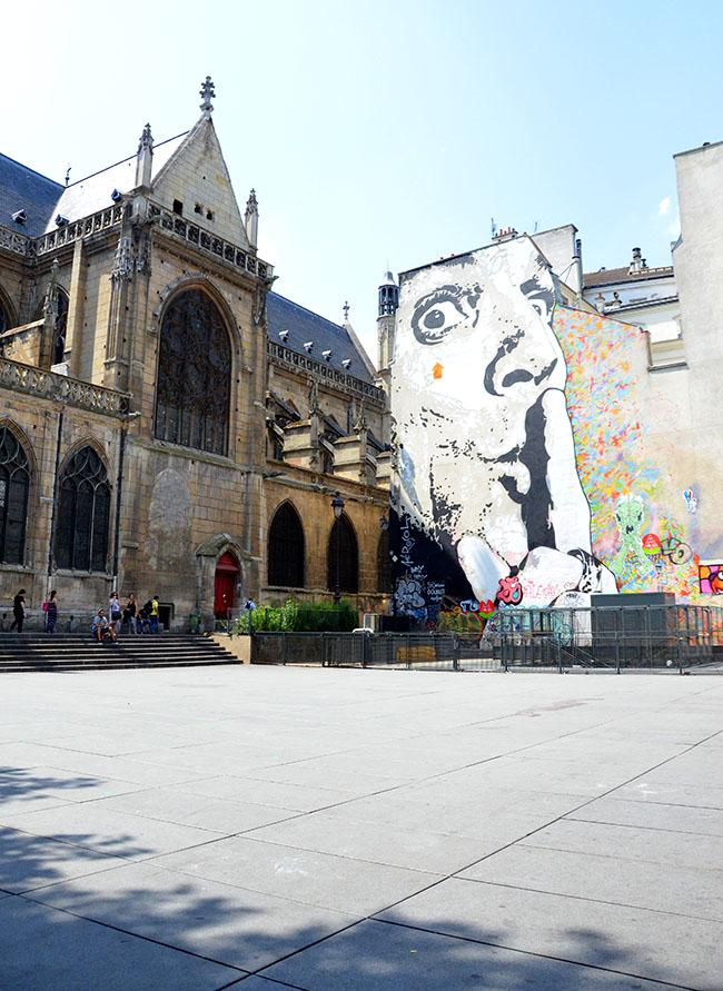 Street art in Place Igor Stravinsky - Paris