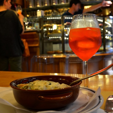 A canneloni & spritz lunch somewhere near Calle Stagneri