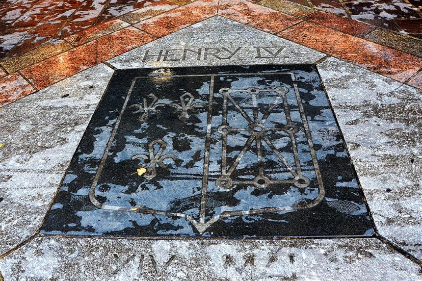 Plaque marking the assassination of Henri IV on Rue de la Ferronnerie, Paris