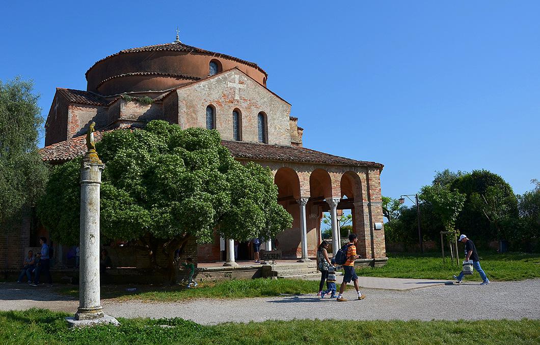 The smaller 11th century church of Santa Fosca