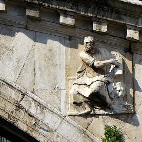 Saint Mark with his lion on the facade of the Rialto bridge.