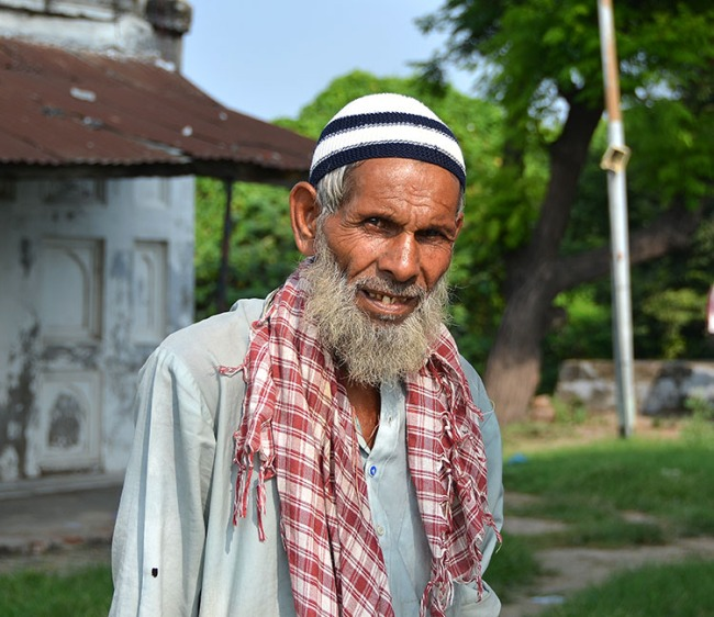 Mosque keeper, Lucknow