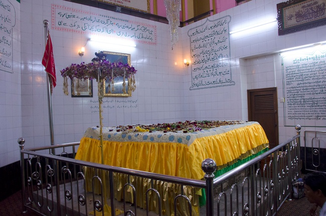 The sarcophagus of Bahadur Shah Zafar in the crypt beneath the Dargah
