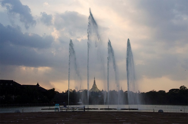 Fountains in Kandawgyi park