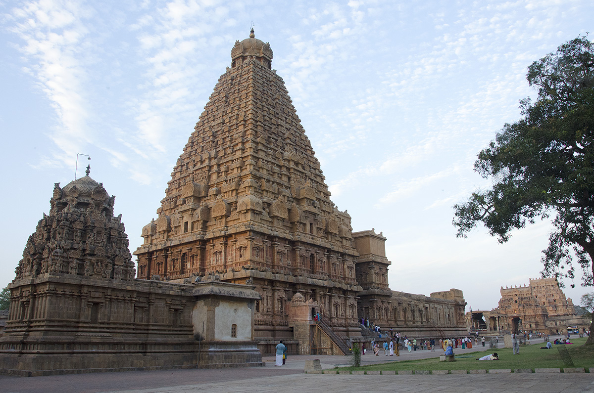 Rear view showing both gateways - Brihadeeswarar Temple, Tanjavur