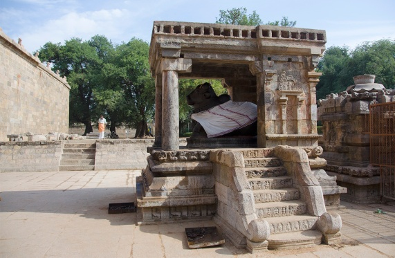 Nandi shrine with musical steps, Airavatesvar Temple, Darasuram