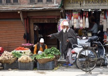 Heritage walk through old town, Srinagar
