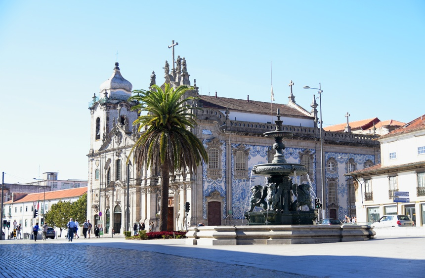 Lion fountains and Carmo Church in Porto