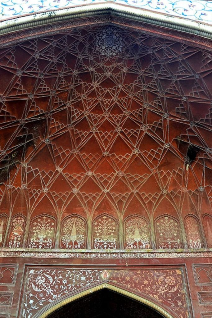 Painted flower motifs and honey comb ceiling detail  in the Mehman Khana