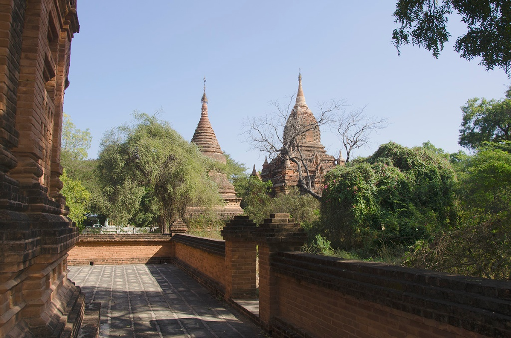 Random pagodas in Old bagan