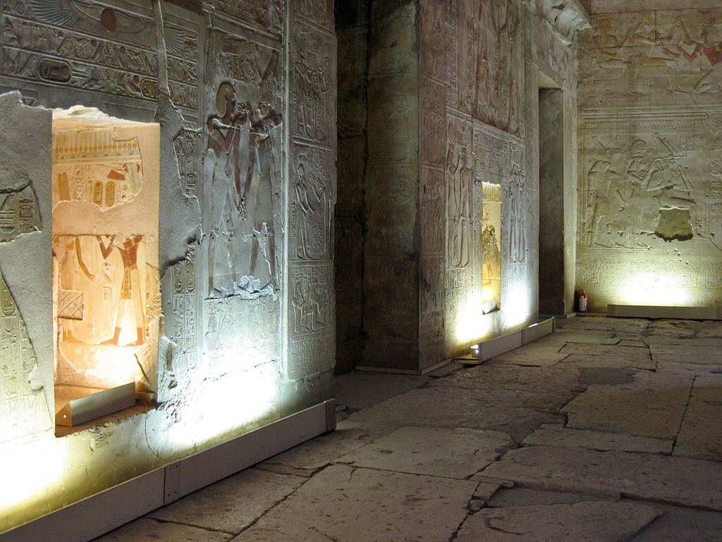 relief covered entrances to the sanctuaries of Isis and Horus in the second hypostyle hall.