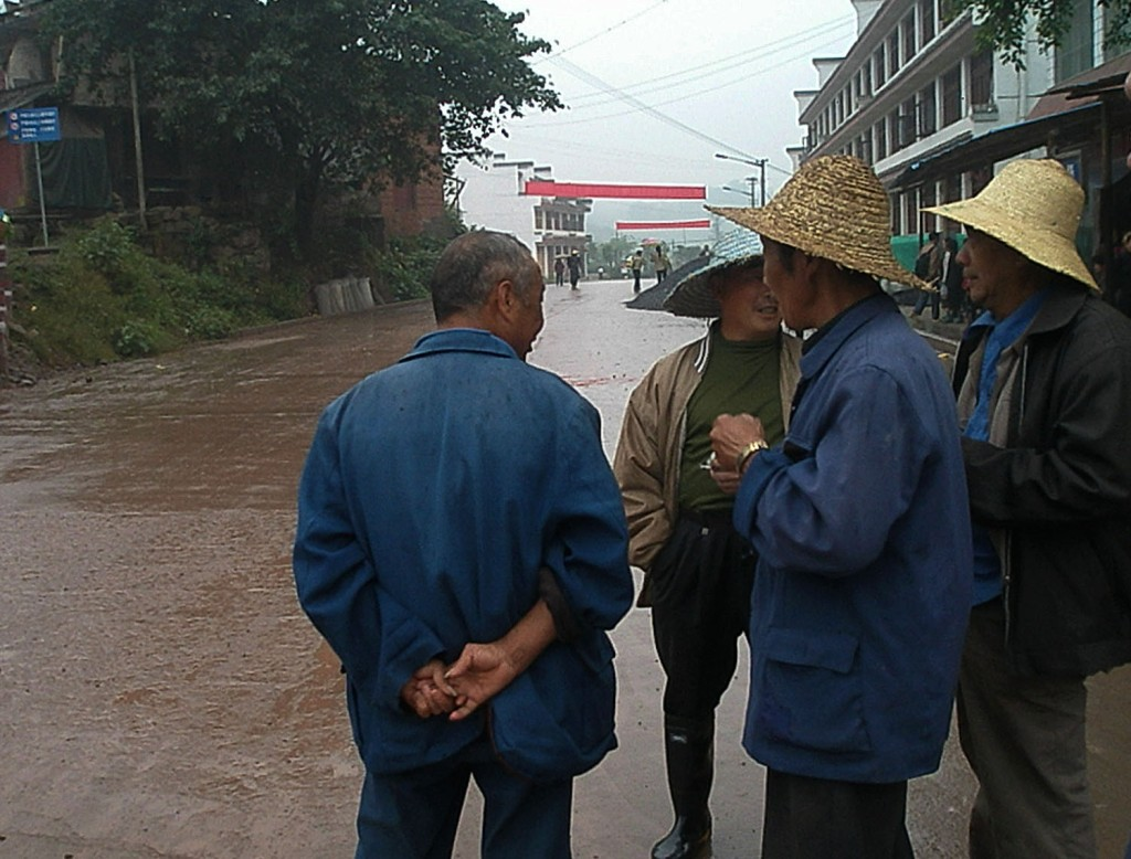 Group of men in the Laitan market in traditional straw hats.